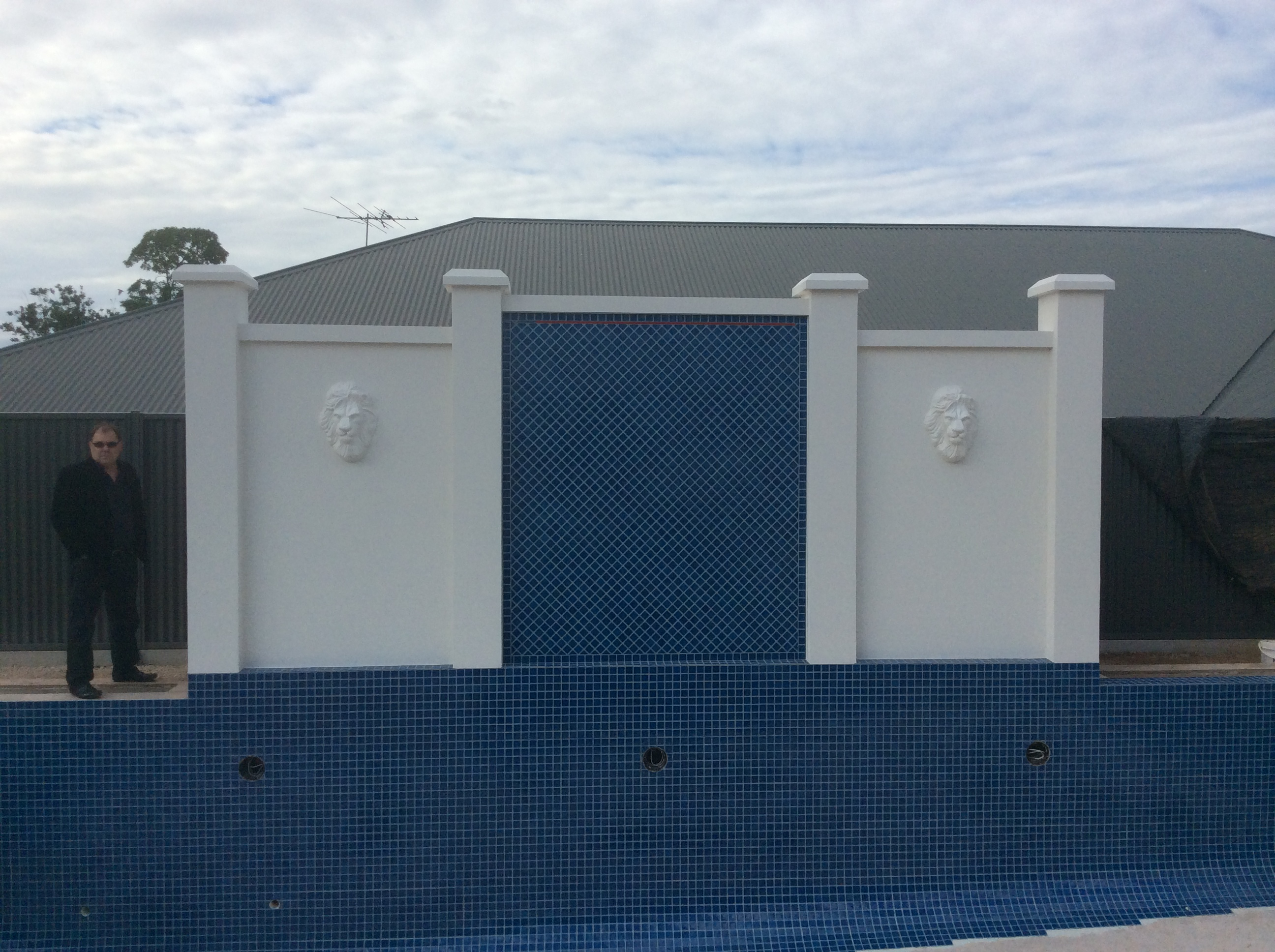 Additional features such as tiles and pillars and lions heads provided a wondeerful finish